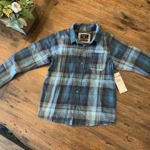 NWT quiksilver Flannel button up collared shirt
